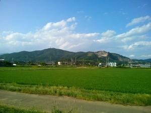 小田から見た宝篋山