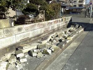 市内の塀破損の例