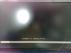 Windowsインストールディスク読み込み中