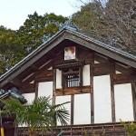鶴の絵が飾られた蔵