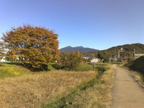 りんりんロードから望む筑波山