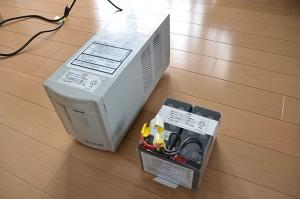 UPS 本体と交換用バッテリーパック
