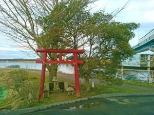 牛久沼の近くの鳥居