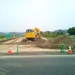 建築中の土浦市消防署の向かい側の建設中道路